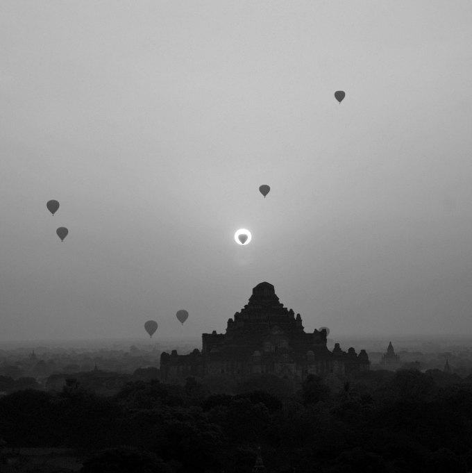 Khinh khí cầu bay lên trong ánh bình minh tại Old Bagan, Myanmar tạo nên một khung cảnh thần tiên. An Tim nhấn mạnh: Cũng như Việt Nam, châu Á sở hữu vô số nét đẹp tiềm ẩn chưa được khám phá. Tôi muốn được cho thế giới thấy vùng đất này thậm chí còn đẹp hơn bất cứ nơi đâu họ từ ngắm nhìn trước đây. Tôi sẽ trở lại Việt Nam và Châu Á để phát triển các dự án nghệ thuật khác trong tương lai. Come from Vietnam và Asia - Home sweet home là 2 trong số 7 dự án lớn do An Tim thực hiện, nhiếp ảnh gia cho biết, anh sẽ còn quay trở lại và ghé thăm thêm nhiều địa điểm tuyệt đẹp khác.