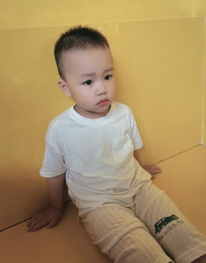 Bé Eric, 3 tuổi, sau buổi thứ ba đi học mẫu giáo về nhà hôm 2/6. Ảnh: Phương Giang.