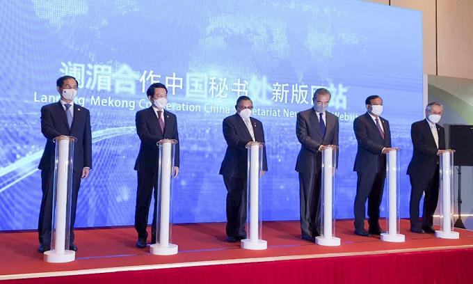 Bộ trưởng Ngoại giao các nước khu vực Mekong - Lan Thương trong hội nghị tại Trùng Khánh, Trung Quốc, hôm nay. Ảnh: Bộ Ngoại giao.