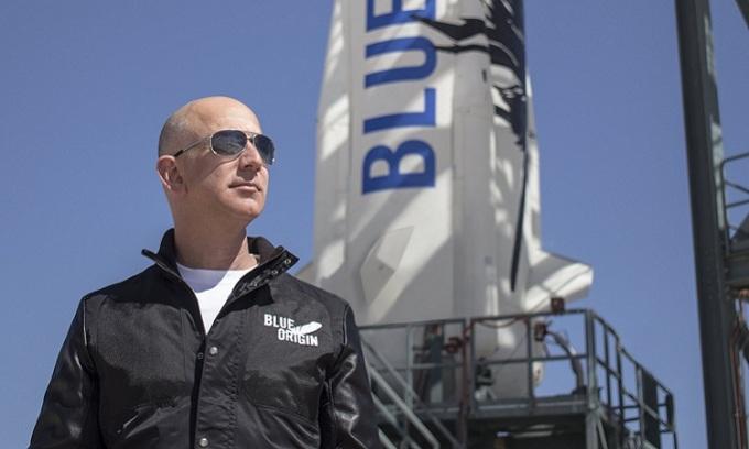 Jeff Bezos, người sáng lập công ty hàng không vũ trụ Blue Origin. Ảnh: Blue Origin.