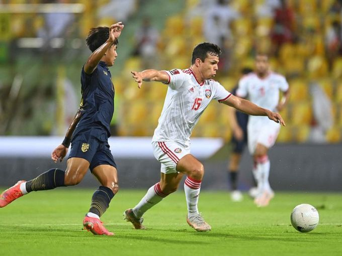 UAE (áo trắng) đang vào phom và gặp thuận lợi về lịch đấu trước khi đụng độ Việt Nam ở lượt trận cuối, ngày 15/6. Ảnh: Gulf News