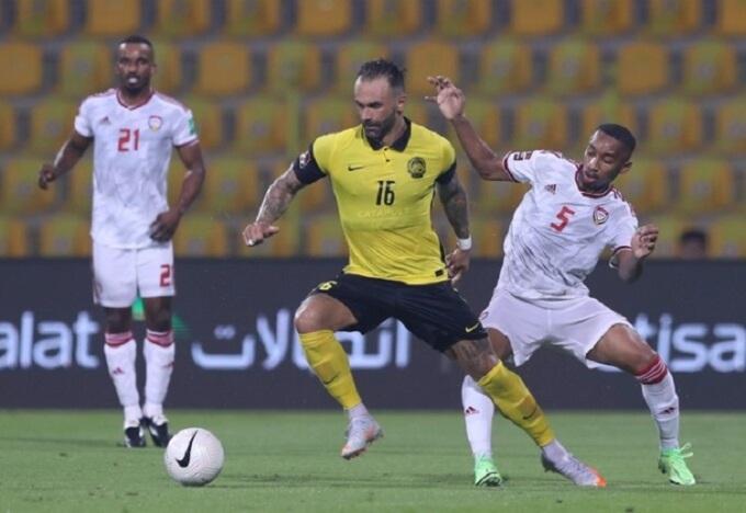 De Paula (áo vàng) từng chơi cho nhiều CLB hạng thấp ở Brazil, trước khi tới Malaysia năm 2015. Ảnh: Lâm Thỏa