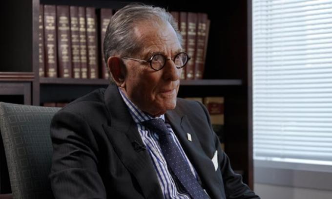 Robert Stephan Cohen trả lời phỏng vấn tại văn phòng ở Manhattan hôm 25/5. Ảnh: Insider.