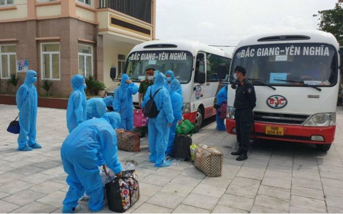 Nhóm công nhân đầu tiên trở về Lạng Sơn, ngày 10/6. Ảnh: CTV