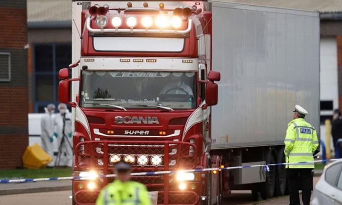 Chiếc container chứa thi thể 39 người Việt tại thị trấn Grays, hạt Essex, phía đông thủ đô London của Anh, hồi tháng 10/2019. Ảnh: DPA.