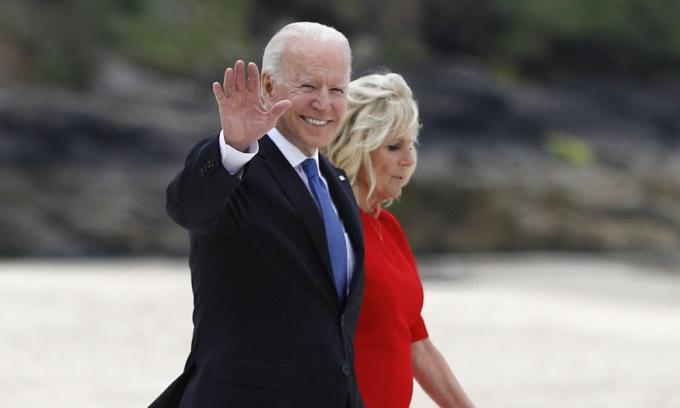 Biden bị nghi phá vỡ quy tắc hoàng gia Anh
