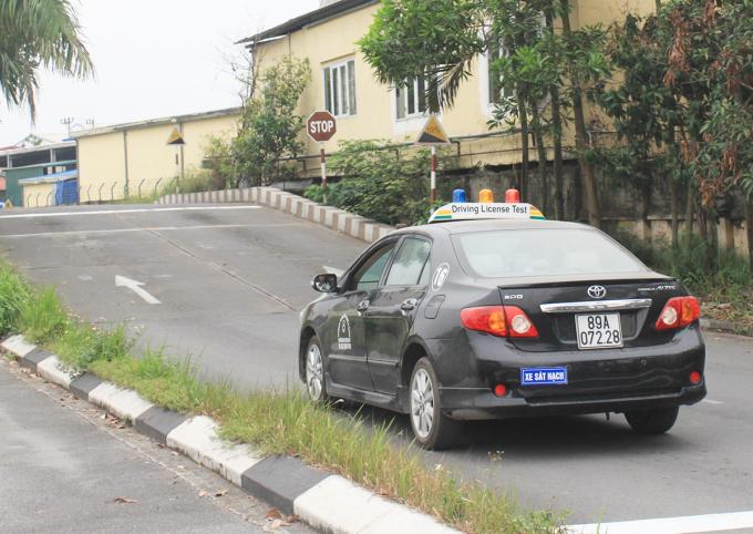 Thi sát hạch tại một trung tâm đào tạo và sát hạch lái xe ở Bắc Ninh. Ảnh: Anh Duy.