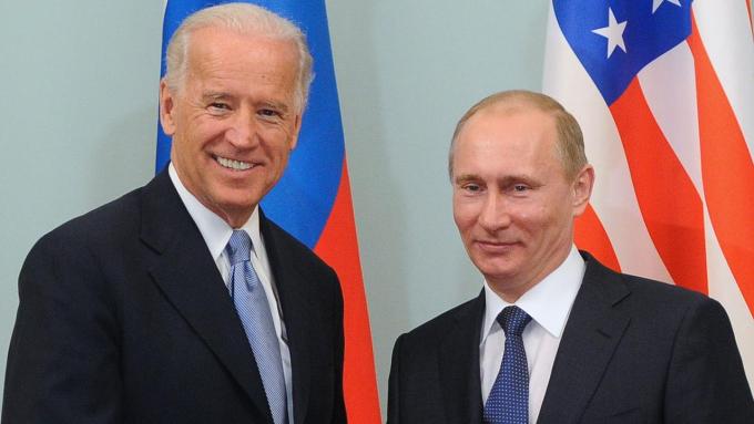 Biden ném đá dò đường với Putin