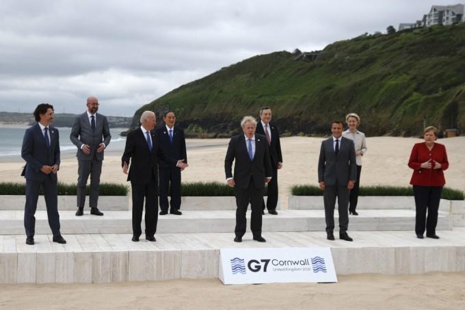 Các lãnh đạo G7 và Liên minh châu Âu chụp ảnh chung tại Vịnh Carbis, Cornwall, Anh, ngày 11/6. Ảnh: AFP.