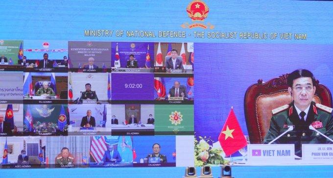 18 vị Bộ trưởng Quốc phòng các nước ASEAN và 8 nước đối tác, đối thoại (nước Cộng, gồm Nga, Trung Quốc, Mỹ, Nhật Bản, Hàn Quốc, Australia, New Zealand, Ấn Độ) tại ADMM+ sáng 16/6. Ảnh: Hiếu Duy