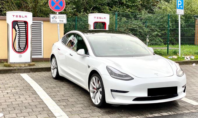 Trạm sạc Supercharger của Tesla tại Mogendorf, bang Rhineland-Palatinate, Đức. Ảnh: PlugShare