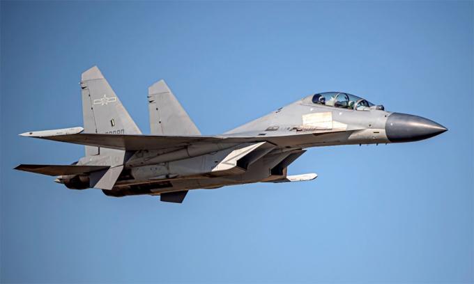 Tiêm kích J-16 của Trung Quốc trong một lần áp sát đảo Đài Loan. Ảnh: Cơ quan phòng vệ Đài Loan.