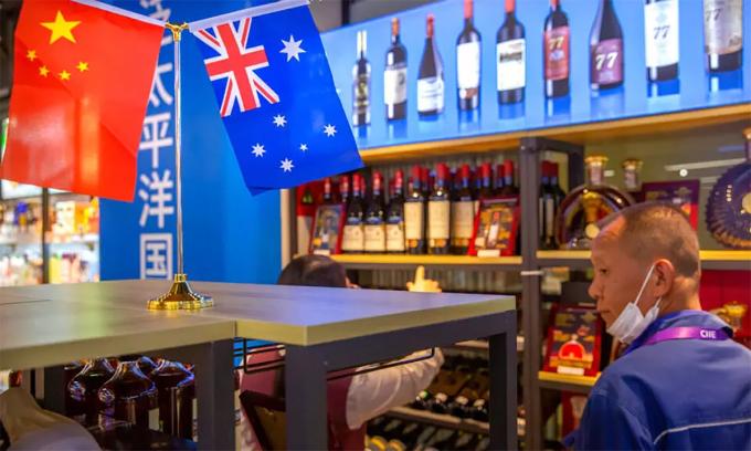Một gian hàng rượu tại triển lãm thương mại quốc tế ở Thượng Hải, Trung Quốc tháng 11/2020. Ảnh: AFP.