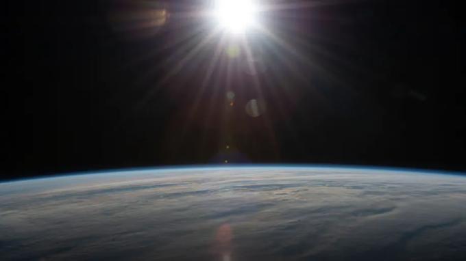 Ảnh chụp Trái Đất từ Trạm Vũ trụ Quốc tế bay trên Đại Tây Dương, tây nam Nam Phi. Ảnh: NASA.