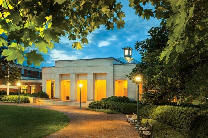 Đại học Virgnia, trường đứng thứ 4 trong danh sách, có tỷ lệ chấp nhận 11,4%. Ảnh: Robert Llewellyn