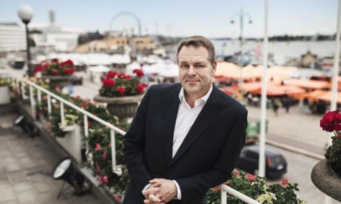 Jan Vapaavouri, thị trưởng thủ đô Helsinki, trong một bài báo giới thiệu về thành phố ngày 22/6. Ảnh: Stgeorgehelsinki.
