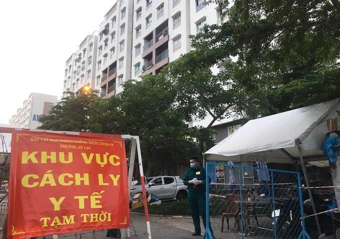 Khu vực chung cư Ehome 3, quận 8, TP HCM bị phong tỏa, chiều 19/6. Ảnh: Hữu Khoa.