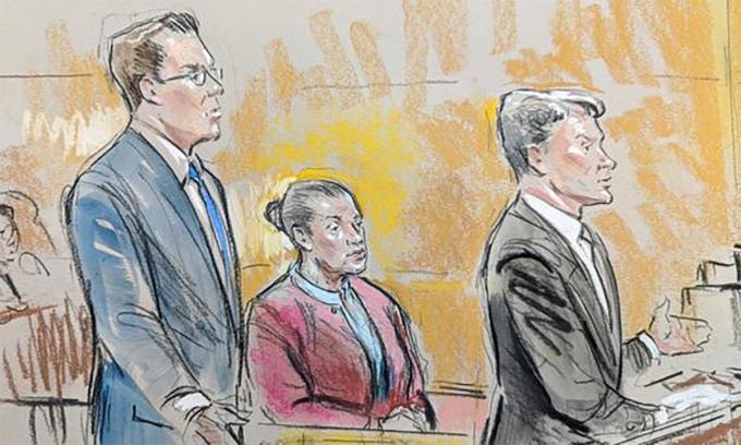 Mariam Thompson (áo đỏ) trong phiên xử tại thủ đô Washington, Mỹ tháng 3/2020. Tranh: CBS News.