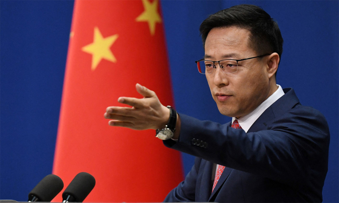 Phát ngôn viên Bộ Ngoại giao Trung Quốc Triệu Lập Kiên trong cuộc họp báo tại Bắc Kinh ngày 8/4. Ảnh: AFP.