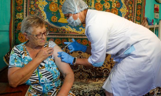 Người Nga đổ xô tiêm vaccine Covid-19