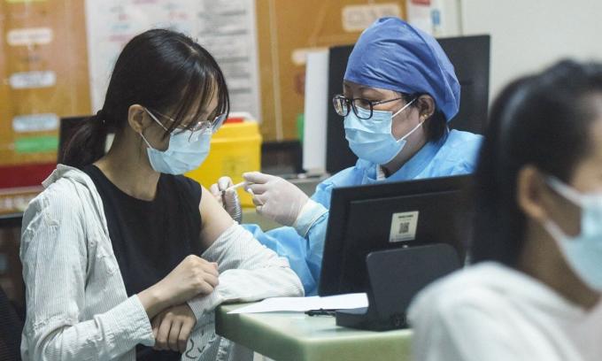 Trung Quốc đạt mục tiêu 40% dân số tiêm vaccine Covid-19