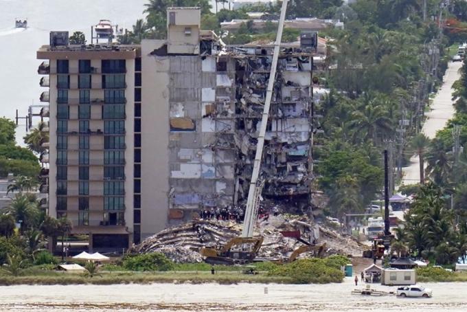 Chung cư 12 tầng cần 9 triệu USD tu bổ trước khi sập