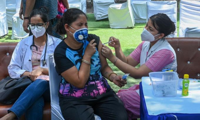 Thủ tướng Ấn Độ hối thúc người dân tiêm vaccine Covid-19