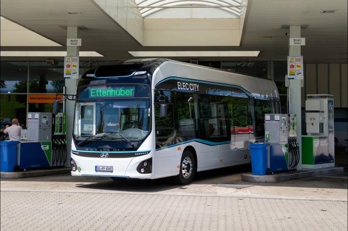 Xe buýt Hyundai Elec City Fuel Cell chạy thử nghiệm tại Đức. Ảnh: Hyundai