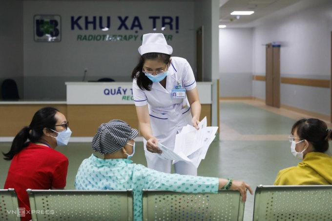 Khám và điều trị ung thư tại khu xạ trị Bệnh viện Ung bướu TP HCM cơ sở 2, tháng 5/2021. Ảnh: Như Quỳnh