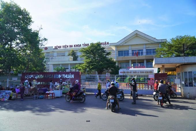 Bệnh viện Đa khoa Bình Thuận bị phong tỏa từ hôm 24/6 sau khi xuất hiện ca nhiễm là nữ bác sĩ khoa Sản. Ảnh: Việt Quốc.