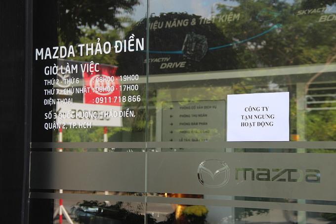 Một đại lý treo biển tạm ngưng hoạt động hôm 26/6 ở TPHCM. Ảnh: Thành Nhạn