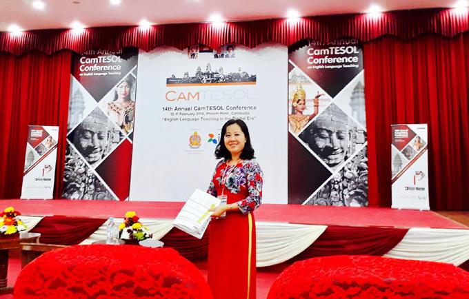 Cô Thái Hà tham dự hội thảo quốc tế về phương pháp dạy học tại Campuchia (CamTESOL 2019) năm 2019. Ảnh: NVCC.