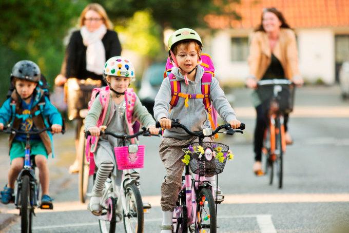 Trẻ em được học cách đạp xe trước 6 tuổi - độ tuổi đến trường. Ảnh: Denmark.dk