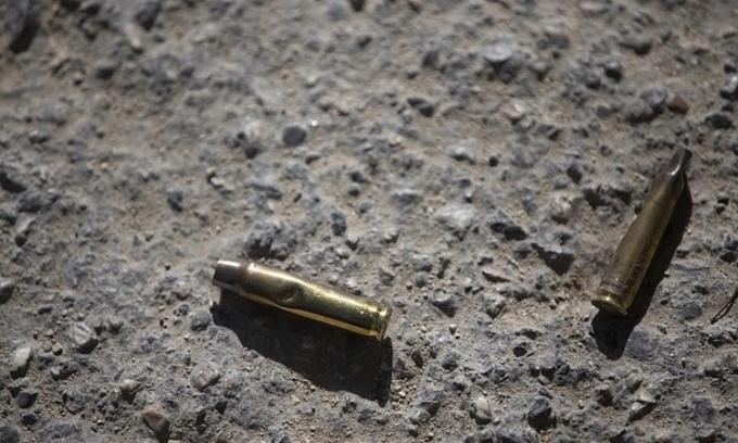Những viên đạn rơi bên ngoài tư dinh của Tổng thống Moise. Ảnh: AP.