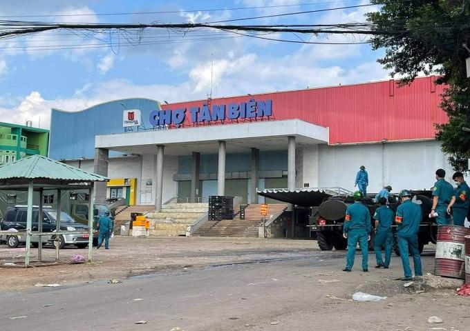Chợ Tân Biên tại TP Biên Hòa phát hiện nhiều tiểu thương nhiễm Covid-19 bị đóng cửa từ 9/7. Ảnh Phước Tuấn