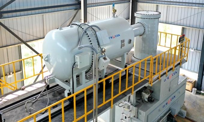 Hệ thống chiếu chùm điện tử để xử lý chất thải y tế. Ảnh: CGTN.