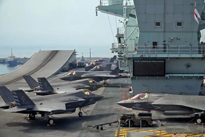 Hơn 100 thủy thủ tàu sân bay Anh nhiễm nCoV