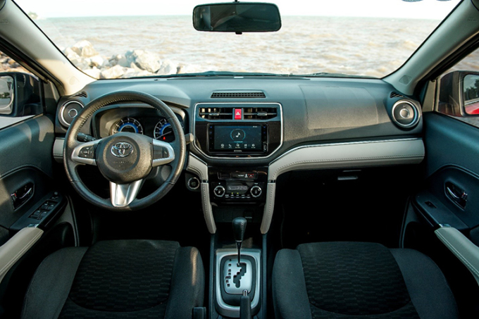 Nội thất Toyota Rush.