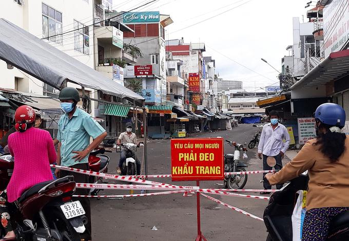 Chợ Đồng Xoài, Bình Phước bị phong tỏa do phát hiện ca dương tính, ngày 9/7. Ảnh:Văn Trăm
