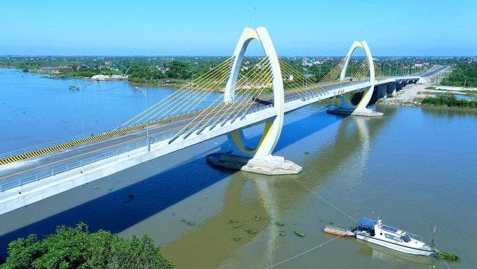 Cầu Quang Thanh có tổng mức đầu tư 398,6 tỷ đồng vượt sông Văn Úc kết nối huyện An Lão (Hải Phòng) với huyện Thanh Hà (Hải Dương) được hoàn thành đưa vào sử dụng sau 11 tháng thi công xây dựng. Ảnh: Giang Chinh