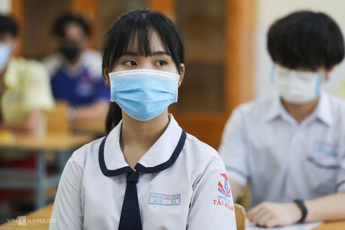 Thí sinh dự thi tốt nghiệp THPT đợt 1 hôm 7/7. Ảnh: Quỳnh Trần.