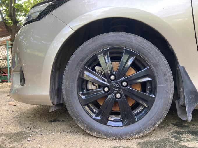 Xe để lâu ngày không sử dụng, phanh có thể bị hoen ố, gỉ sét nếu gặp thời tiết mưa ẩm.