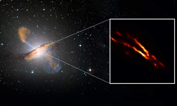 Bức ảnh chụp chùm tia phản lực phóng ra từ lỗ đen ở tâm thiên hà Centaurus A. Ảnh: EHT / NASA.