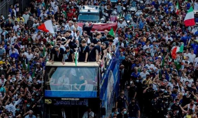 Ca Covid-19 ở Rome tăng mạnh vì ăn mừng vô địch Euro 2021