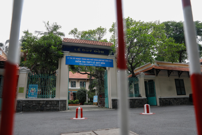Điểm thi THPT Lê Quý Đôn (quận 3), một trong ba nơi có thí sinh nhiễm nCoV đến phòng thi. Ảnh: Hữu Khoa.