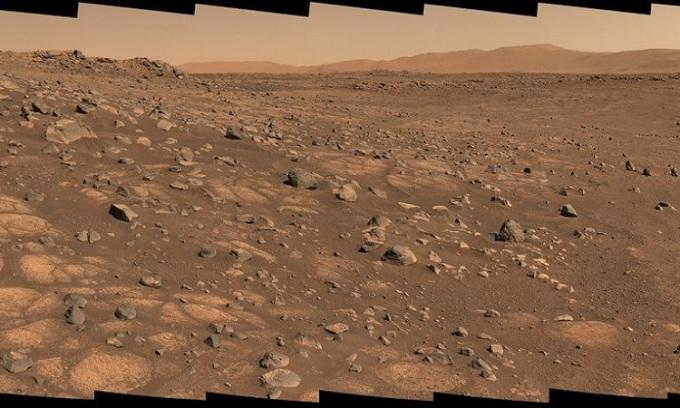 Khu vực địa chất  Cratered Floor Fractured Rough trên sao Hỏa trong ảnh chụp hôm 8/7. Ảnh: NASA.