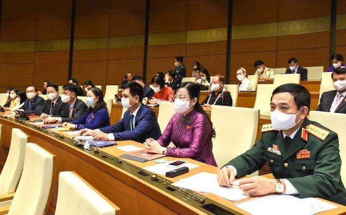 Từ phải qua: Bộ trưởng Quốc phòng, Thượng tướng Phan Văn Giang và Bí thư Tỉnh ủy Thái Nguyên Nguyễn Thanh Hải tại kỳ họp thứ nhất, Quốc hội khóa XV. Ảnh: Giang Huy