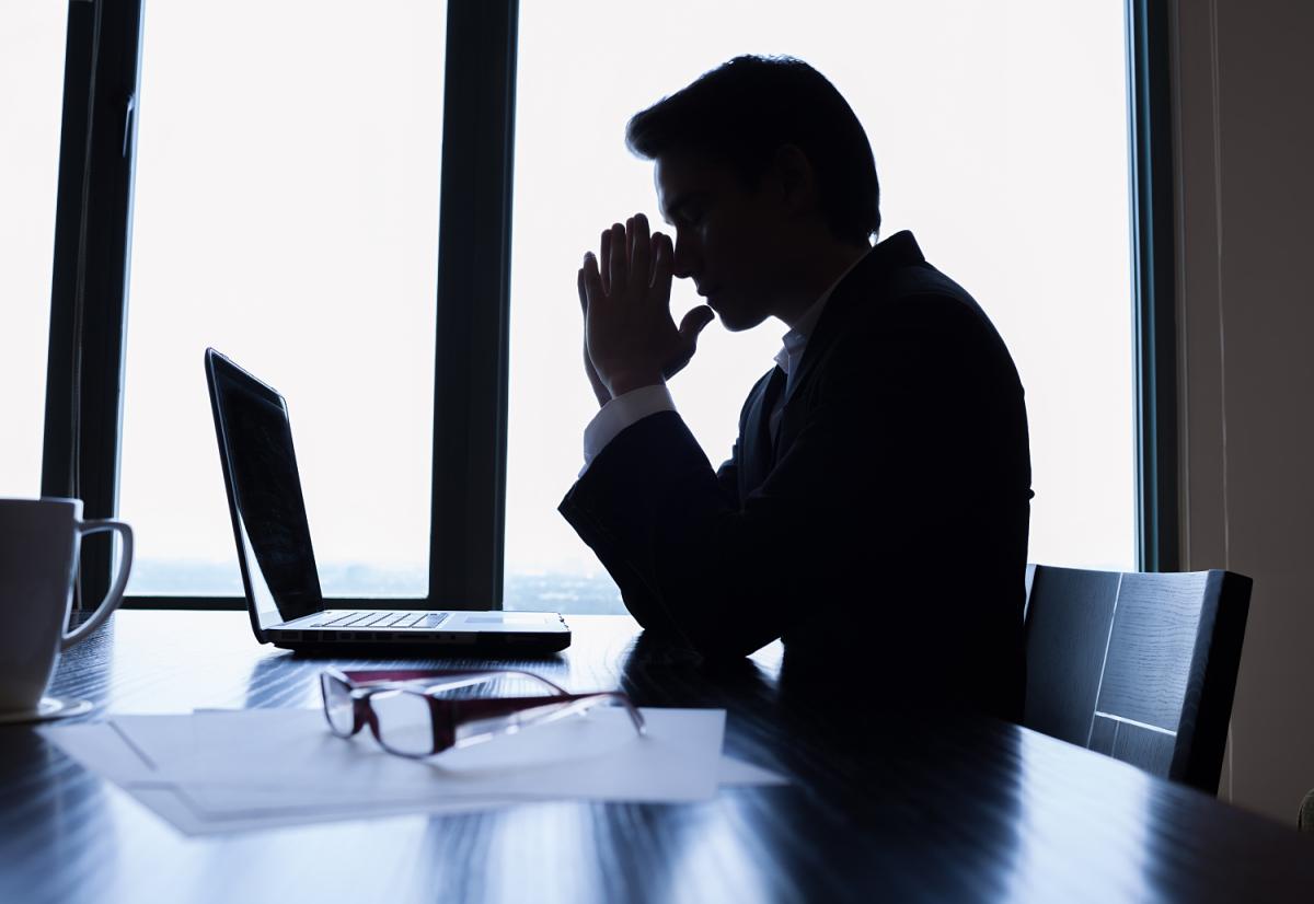 Khóa điện thoại vì nhân viên gọi đòi lương mùa dịch