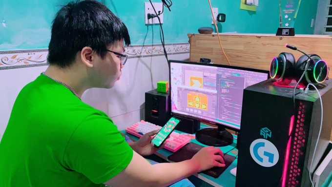 Phan Đặng Duy Phúc (15 tuổi, Đồng Nai) vừa phát hành game trên Google Play sau 8 tháng miệt mài thiết kế và lập trình. Ảnh: Nhân vật cung cấp.