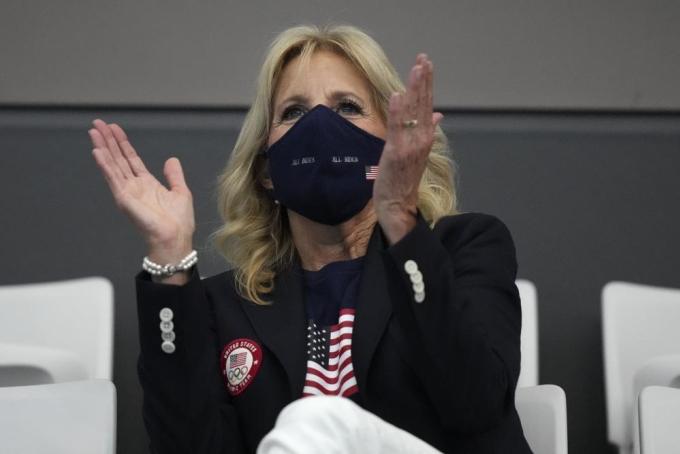Đệ nhất phu nhân Jill Biden ngồi trên khán đài Trung tâm Thể thao dưới nước Tokyo vào ngày 25/7. Ảnh:.AP/